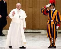 Pope Francis w Swiss Guard